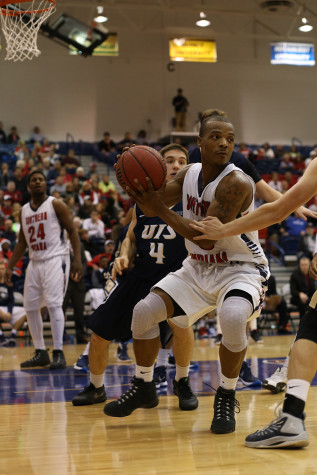 Men's basketball wins second straight GLVC game