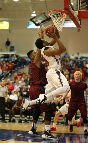 Men's basketball struggles to close, loses fourth-straight
