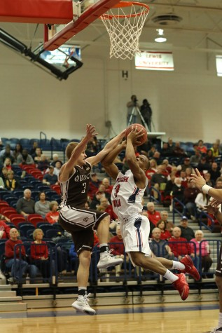Win streak ends for men's basketball