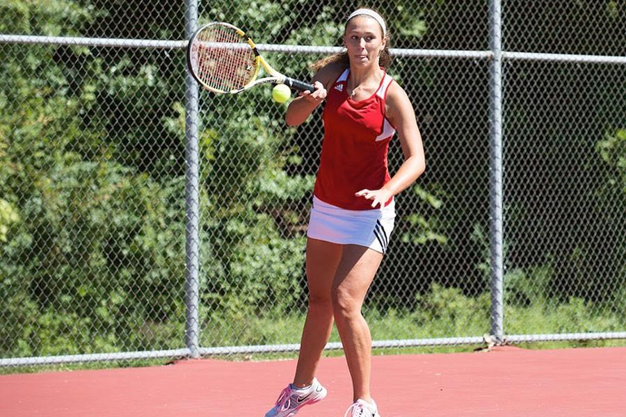 Sophomore+tennis+player+Jennifer+Mizikar+returns+a+a+serve+during+a+match+last+season.+