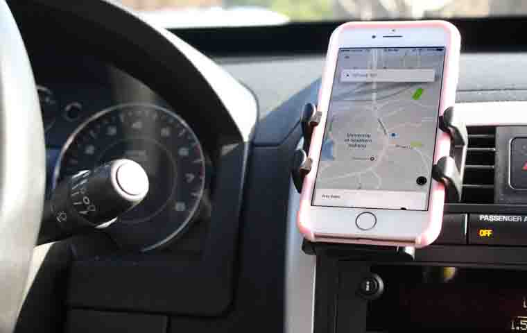 Uber, a taxi service that allows customers to hire private drivers to transport them to their destination nation will be launching its product UberX in the Evansville area in 2017.