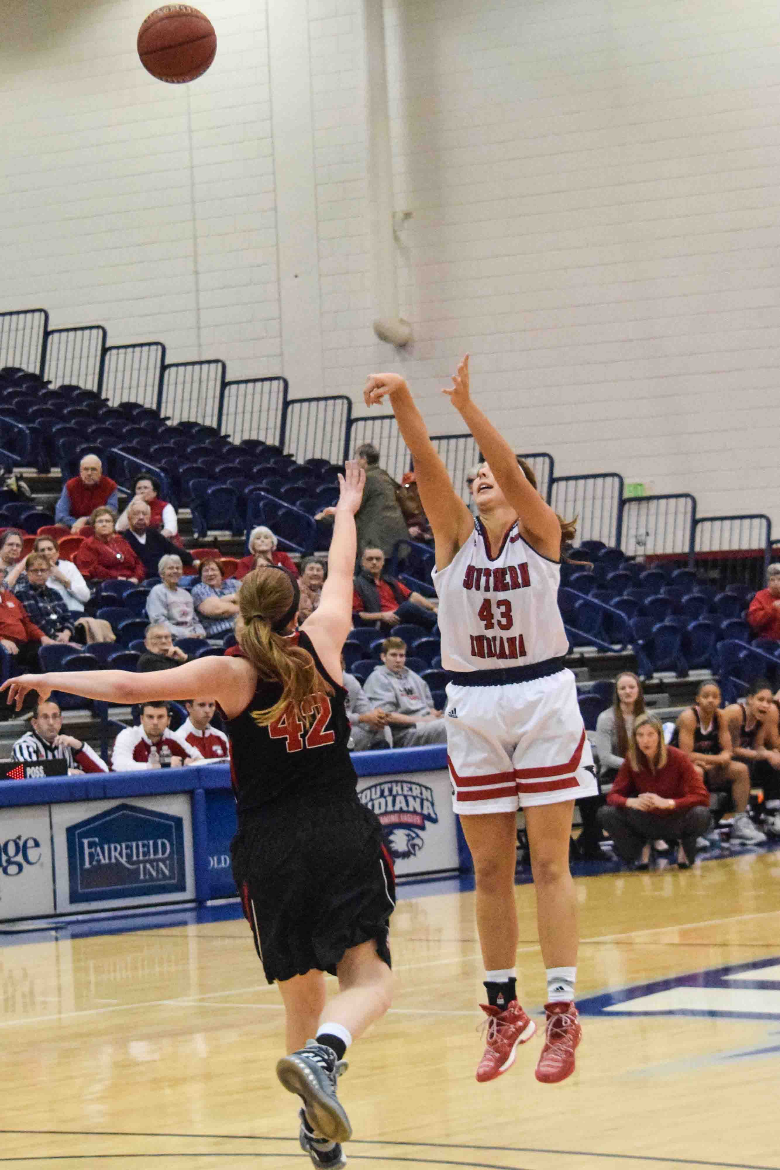 Kacy+Eshweiler%2C+a+sophomore+center%2C+shoots+the+ball+against+a+Lewis+player+Saturday.