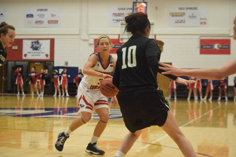 Randa+Harshbarger%2C+senior+guard%2C+looks+to+pass+Thursday+night+against+Wisconsin+Parkside+at+the+PAC.