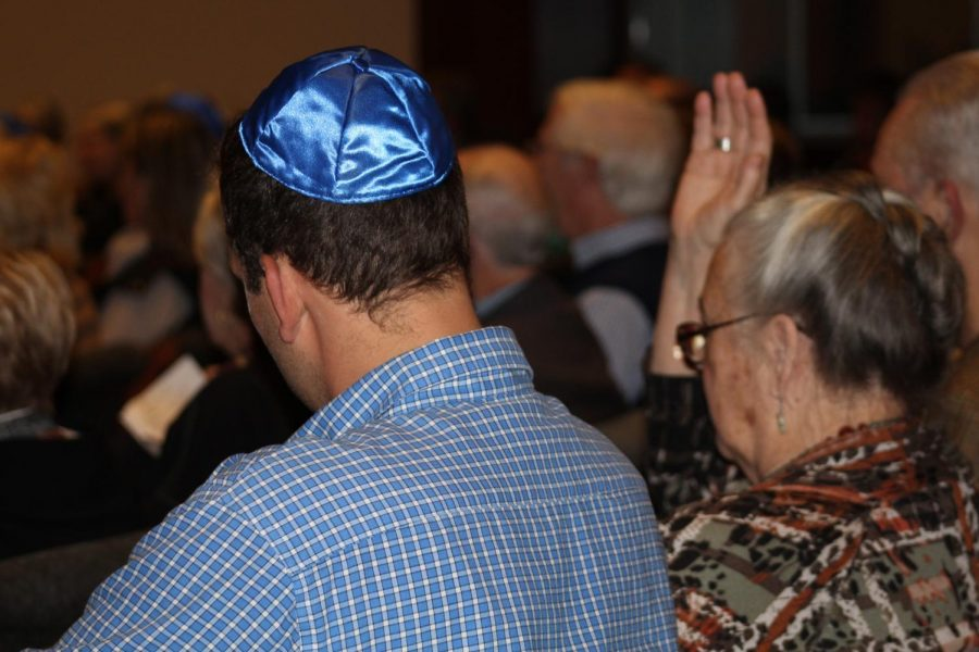 Temple Adath B'nai Israel opened their weekly Shabbat up to the community for #showupforshabbat Friday evening to honor the 11 people killed in the shooting that took place in The Tree of Life Synagogue.