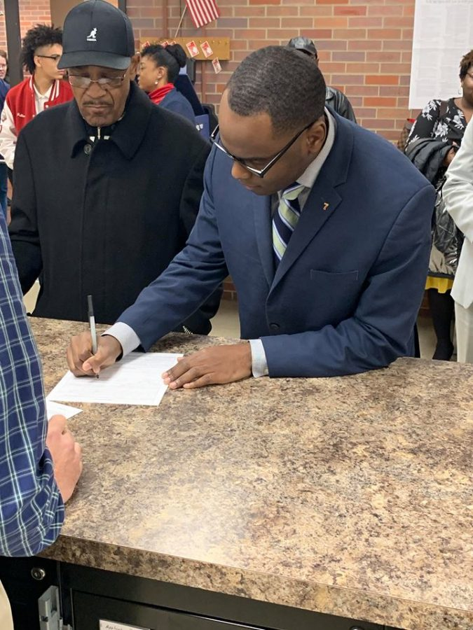 USI's assistant director of the multicultural center officially entered the race for the 2nd ward seat on Evansville's city council Monday. D'Angelo S. Taylor is challenging longtime incumbent city councilwoman Missy Mosby in the Democratic primaries in May.