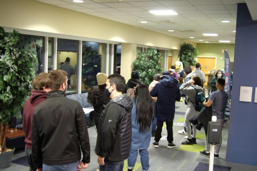The line outside Tuesday night's bingo event in Carter Hall.