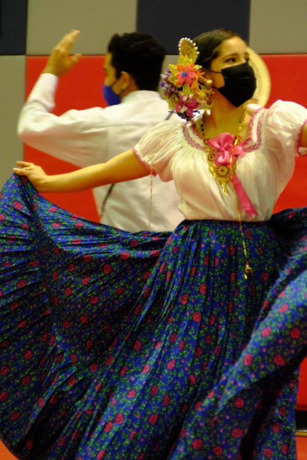 In Panama, the dance is performed at traditional festivals, parades and celebrations.