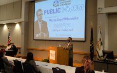 Evansvile mayor Lloyd Winnecke speaks at SGAs first publc forum in Carter Hall Thursday. Winnecke spoke on multiple topics relating to the Evansville community.